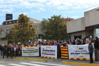 Manifestació de SOMATEMPS davant de TV3