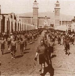 Escamots desfilando. El fascismo catalán en acción