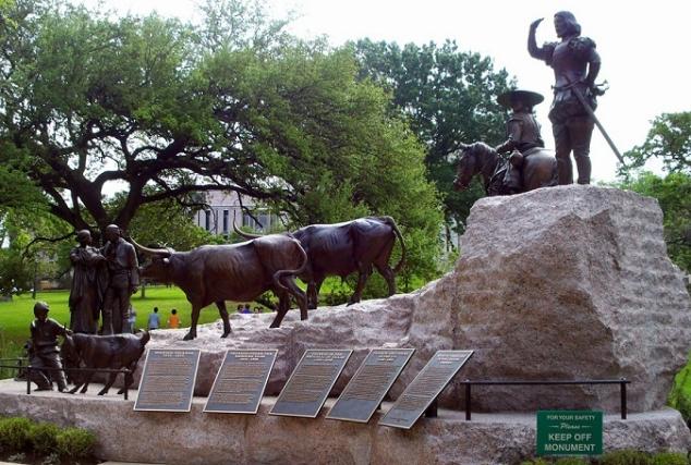 Hispanidad monumento en texas a los primeros pobladores for Capitolio eventos jardin