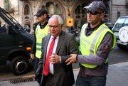 Els agents de la Guàrdia Civil s'emporten el tresorer de CDC, Andreu Viloca, que ha estat detingut a casa seva el 21 d'octubre de 2015. (Horitzontal) 4640#Agencia ACN