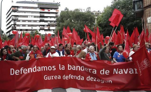 manifestacion-navarra-banderas-03062017
