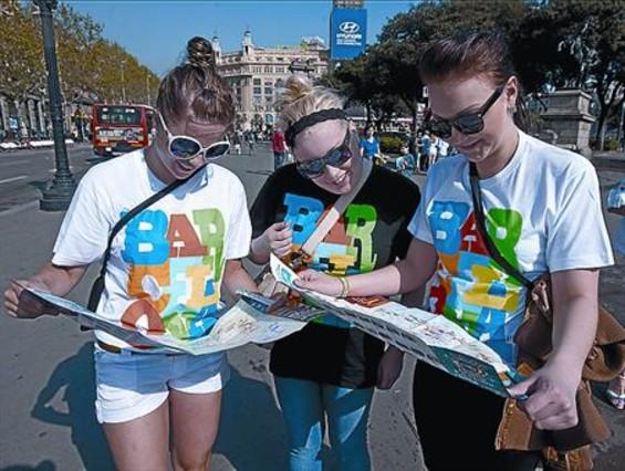 turistas-ataviadas-con-camisetas-recuerdo-barcelona-martes-1302288968356.jpg