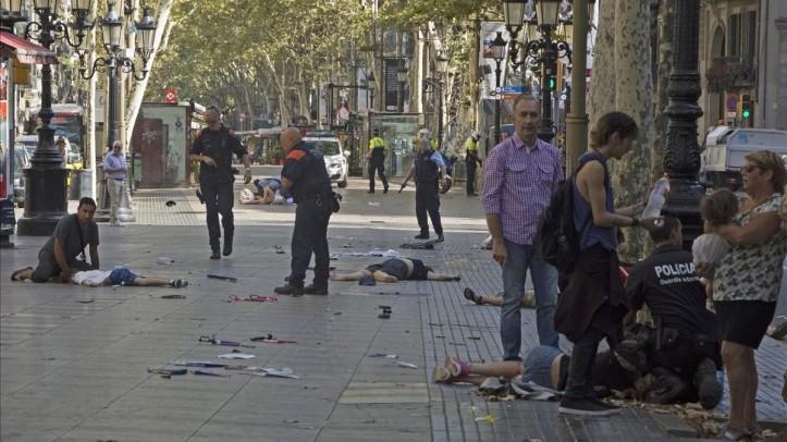 UNA FURGONETA ATROPELLA A VARIAS PERSONAS EN LAS RAMBLAS DE BARCELONA