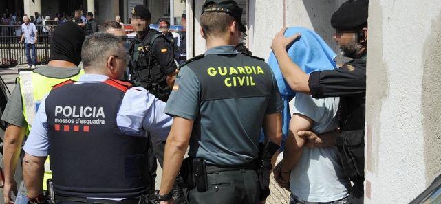 Guardia-Civil-Mossos-Ripoll-Barcelona_ECDIMA20170820_0007_21.jpg