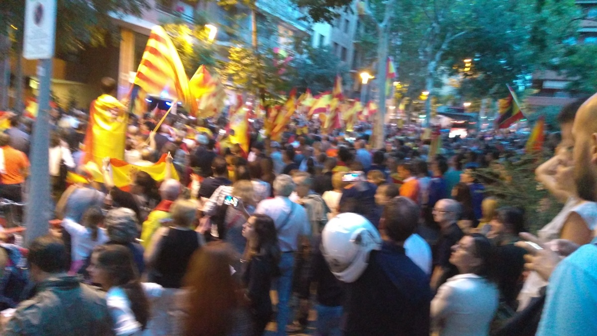 ¡La Cataluña española en marcha!: impresionante concentración ante la sede de la ANC (Vídeos)