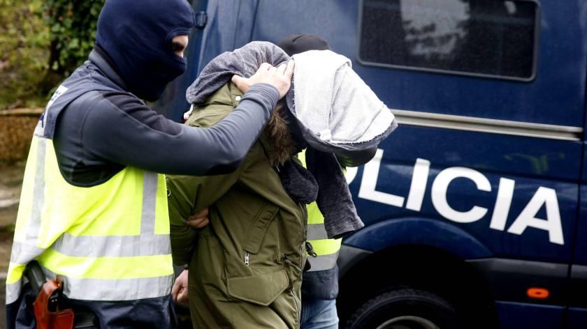 detenido-en-vitoria-un-captador-de-yihadistas-y-en-alicante-una-mujer-que-intento-viajar-a-siria-con-sus-hijos.jpg