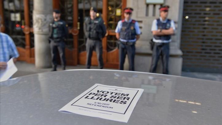 La Guardia Civil en la Conselleria de Economia  FOTO FERRAN SENDRA