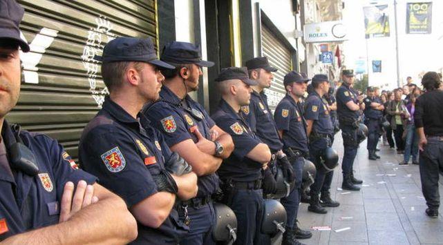 Policias-nacionales en la calle.jpg