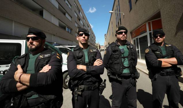 spanish-civil-guards-block-a-street-next-to-a-unipost-office-which-was-raided-in-search-of-material-for-the-propsed-october-1-referendum-in-terrassa-spain-september-19-2017-reuters-alber