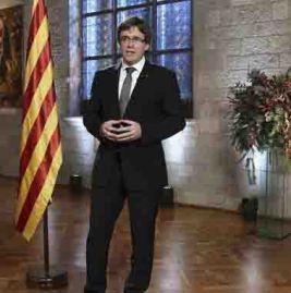 gra193-barcelona-30-12-2016-fotografia-facilitada-por-la-generalitat-de-cataluna-de-su-presidente-carles-puigdemont-durante-el-mensaje-institucional-a-los-ciudadanos-con-motivo-del-fin-de-ano-efe-jordi-bedmar-informacion-embargada-hasta-las.jpg