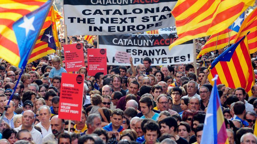 Miles-manifestantes-favor-independencia-Cataluna_1016308477_6947565_1020x574