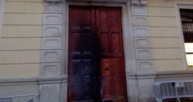 puerta-quemada-ayuntamiento-hospitalet_10_670x355