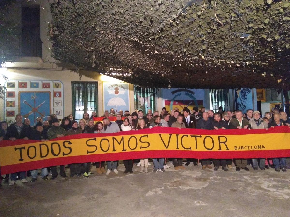 (Fotos y vídeos) Sincero y espontáneo homenaje al caballero legionario, en la Hermandad de Barcelona