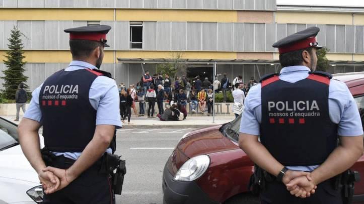 la-fiscalia-estudia-actuar-contra-los-mossos-por-su-pasividad-en-el-1-o