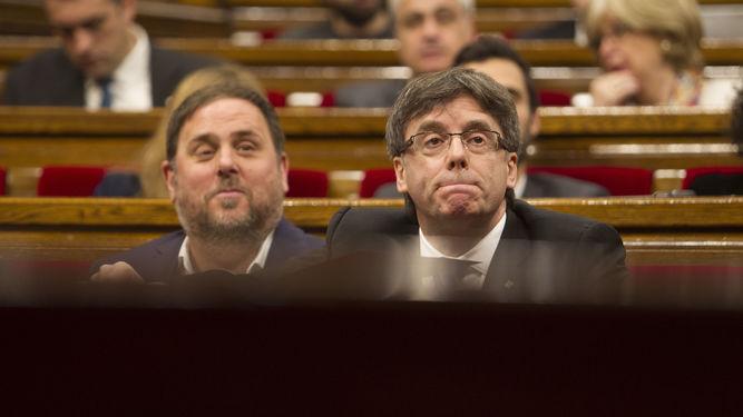 Puigdemont-Junqueras-Sesion-Control-Parlament_1119198639_66274070_667x375