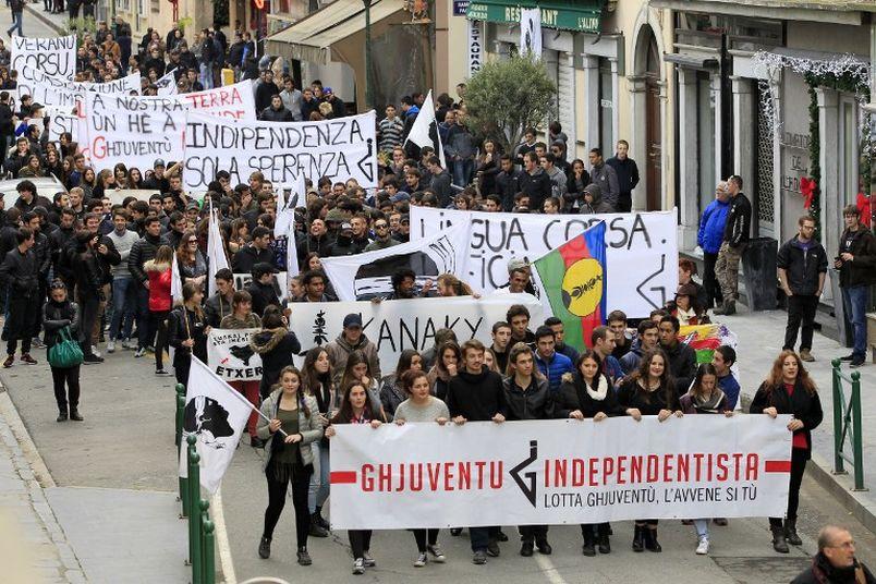 Nacionalistas-enfrentamientos-antidisturbios-manifestacion-Corcega_TINIMA20141204_0045_19