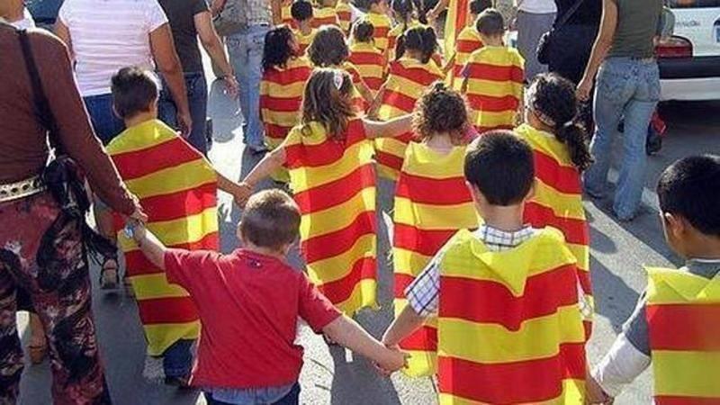 valencia-alumnos-banderas-catalanas