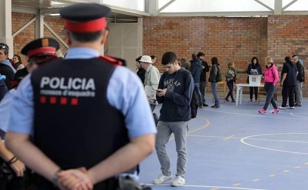 mossos-referendum-khN-U502893486066ZF-624x385@RC