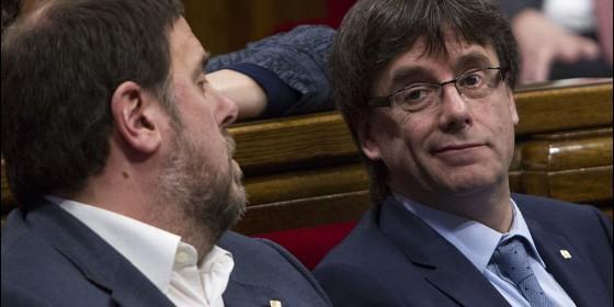 el-vicepresidente-del-govern-oriol-junqueras-junto-al-presidente-de-la-generalitat-de-cataluna-carles-puigdemont_560x280