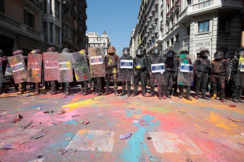 Grupos de independentistas van al encuentro de la manifestación de policías
