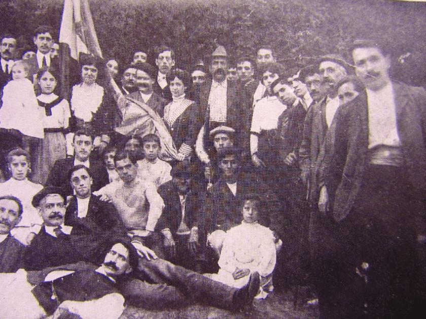 Figura-2-Grupo-antiguo-de-lerrouxistas-en-una-jira-republicana-celebrada-en