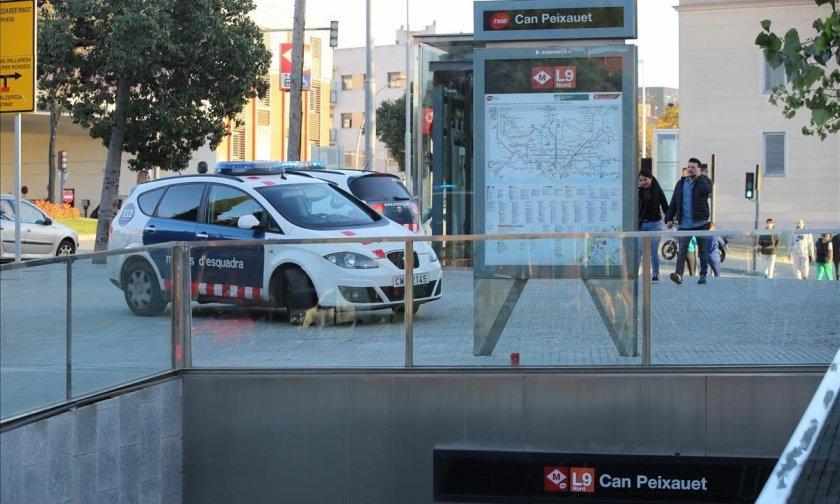 agentes-los-mossos-estacion-metro-can-peixauet-santa-coloma-gramenet-1541953541890