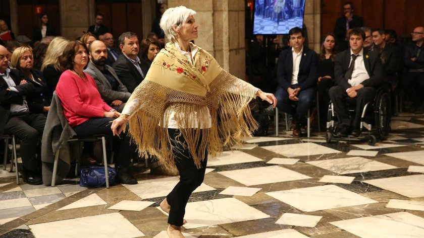 baile-durante-presentacion-del-consell-per-republica-palau-generalitat-1540973307421
