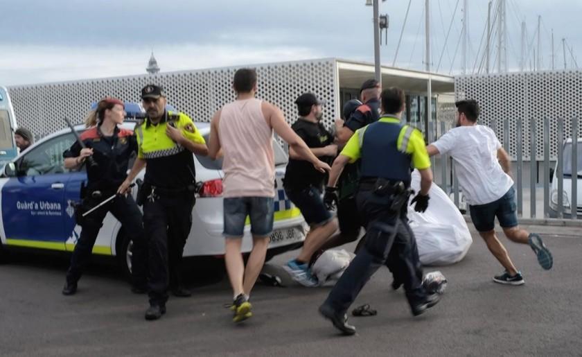 jgblanco39225070-barcelona-2017-detenci-mantero-por-parte-la170708172706-1499527775247