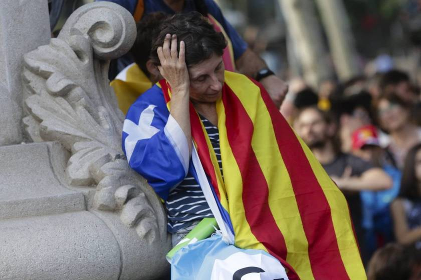 catalua-independencia-mujer-triste-estelada-09102017.jpg