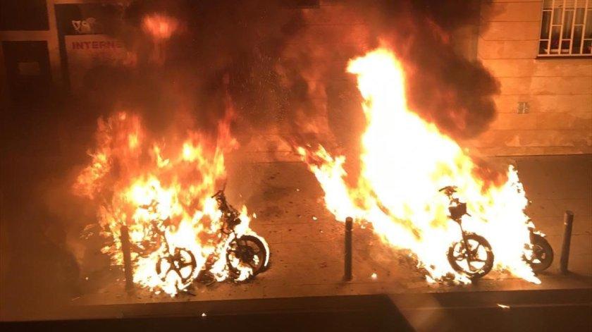 motos-incendiadas-quemadas-barrio-gracia-1544020059587