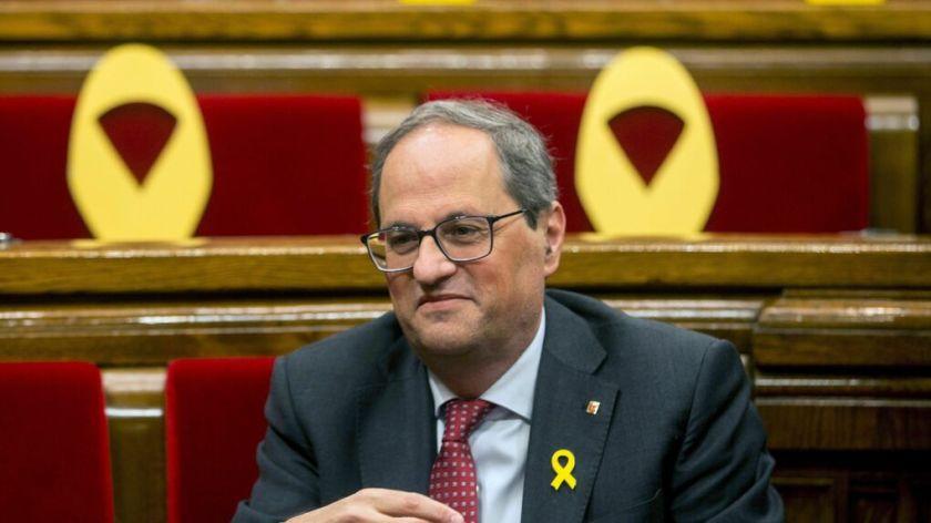 Quim-Torra-Parlament-rodeado-amarillos_1228987091_13261374_1020x574