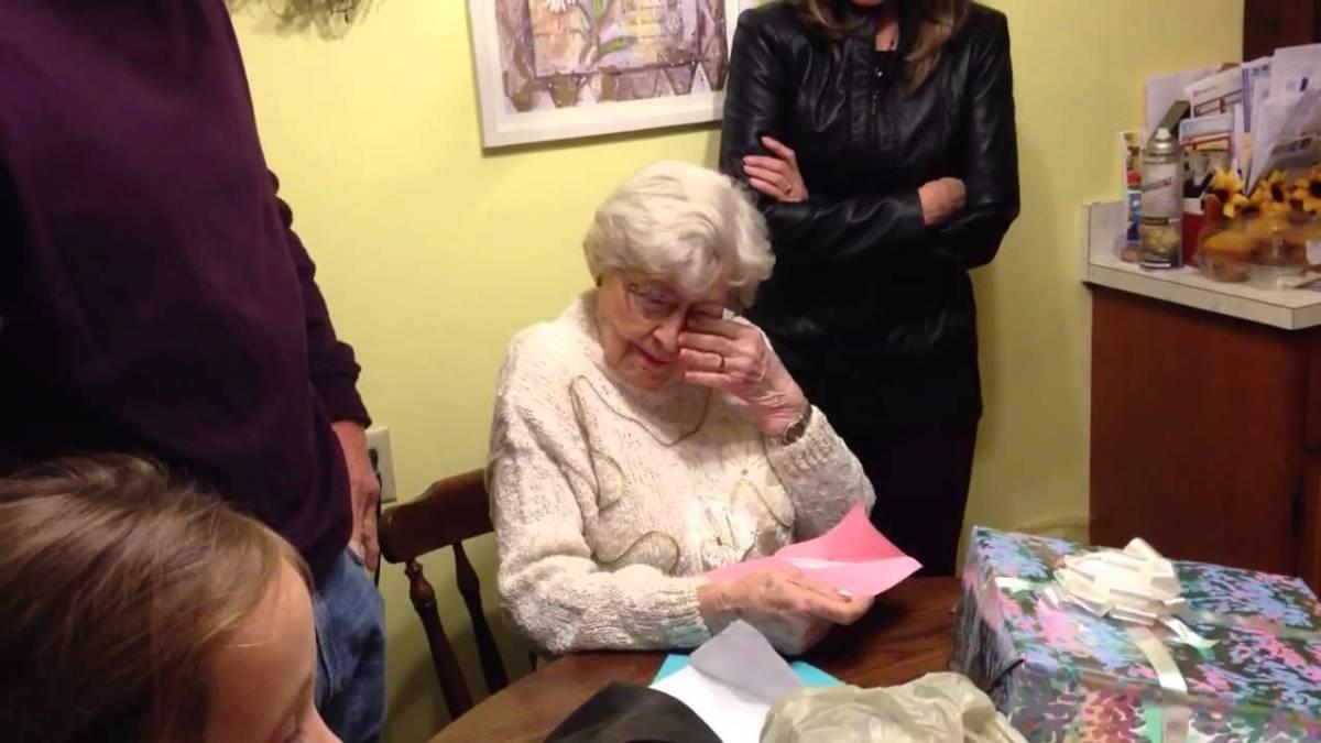 Uns okupes s'instal·len a un pis d'una àvia de 91 anys i es neguen a tornar-li les cendres del seu fill