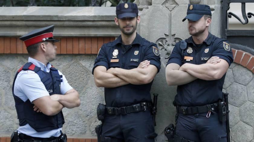 policia-nacional-guardia-civil-y-mossos-en-la-delegacion-del-gobierno.jpg