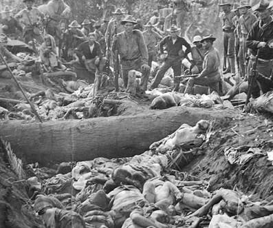 soldados-estadounidenses-posan-con-los-cuerpos-de-los-insurgentes-moro-filipinas-1906