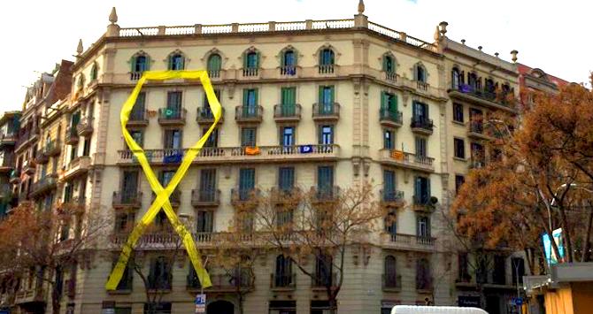 lazo-amarillo-barcelona-fachada.png