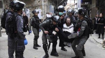 policia-israeli-detiene-judio-ultraortodoxo-que-protesta-por-las-medidas-confinamiento-barrio-mea-shearim-jerusalen-1585651060686