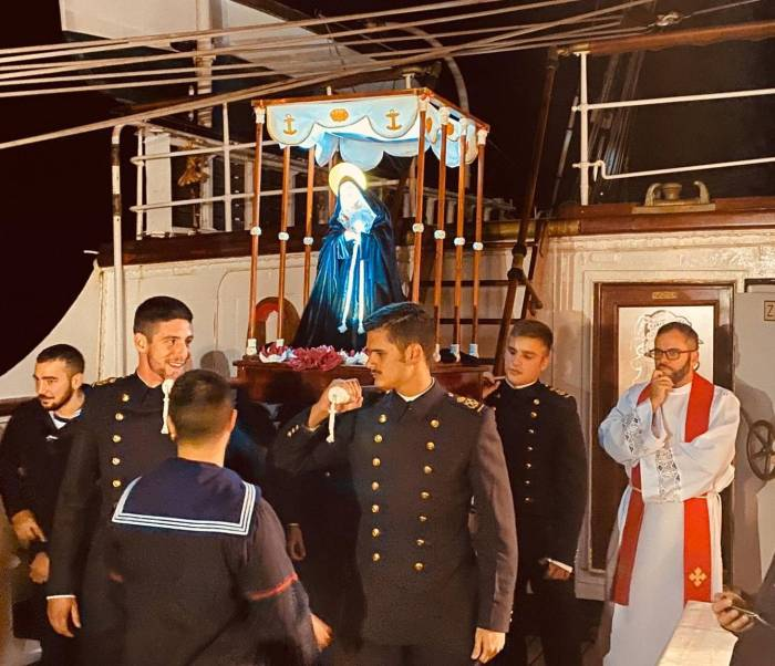 procesion-juan-sebastian-elcano-armada-110420-05