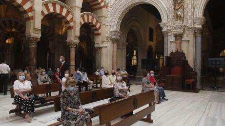 Imagen-catolico-victimas-celebrado-Mezquita-Catedral_1483961720_123925297_667x375