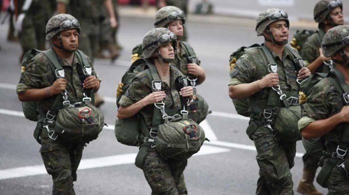Soldados-durante-el-desfile-del-12-de-octubre-1440x808