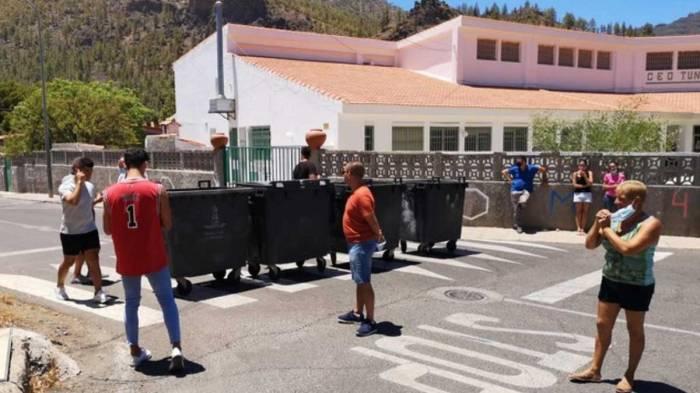 vecinos-tunte-gran-canaria-plantan-barricadas-para-evitar-entrada-migrantes-sospechosos-covid-1596713096513
